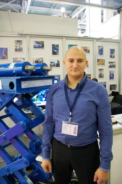 Антон Пискунов - менеджер по направлению гидроцилиндры