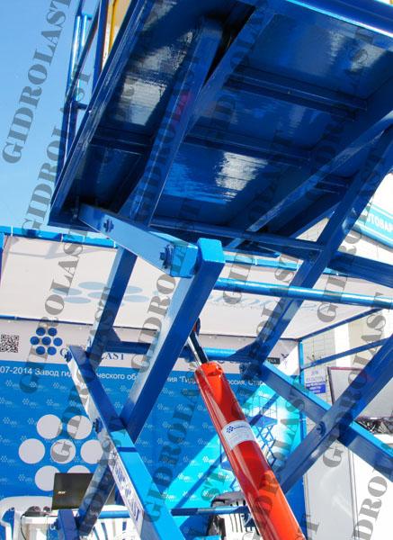 Подъемный стол производства ЗГО Гидроласт на выставке ИННОВАЦИИ. ИНВЕСТИЦИИ. НАНОТЕХНОЛОГИИ