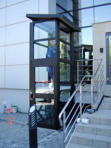 Наружный пристроенный гидравлический лифт