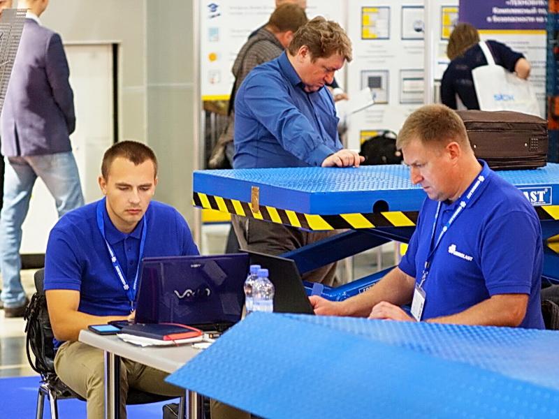 Нашей складской техникой заинтересовались посетители выставки - крупные интернет-магазины