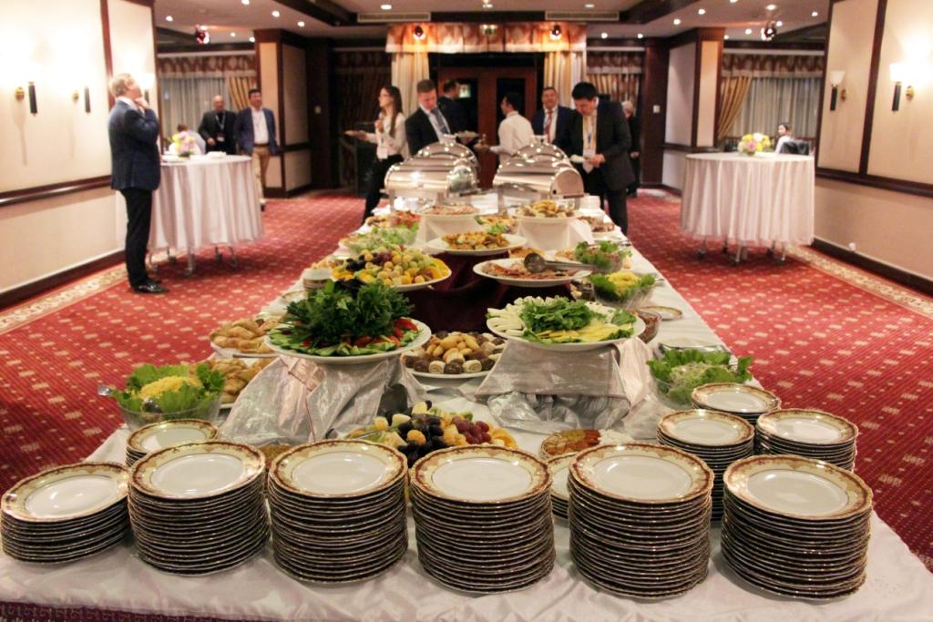 Стол для гостей конференции Heavy Caspian 2017