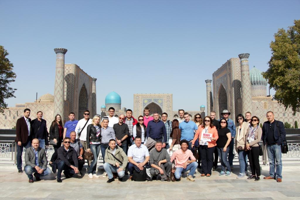 Группа гостей конференции в Самарканде